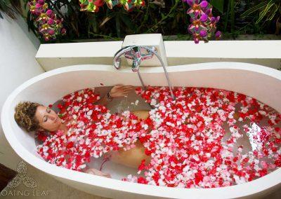 flower-bath-luxury